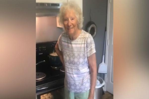 77χρονη γιαγιά μπαίνει στην κουζίνα κι ο εγγονός της την τραβάει με την κάμερα - Λίγες ώρες μετά έγινε το απίστευτο