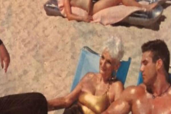 82χρονη γιαγιά βγάζει μια φωτογραφία με έναν νεαρό άντρα - Μόλις την είδαν οι δικοί της