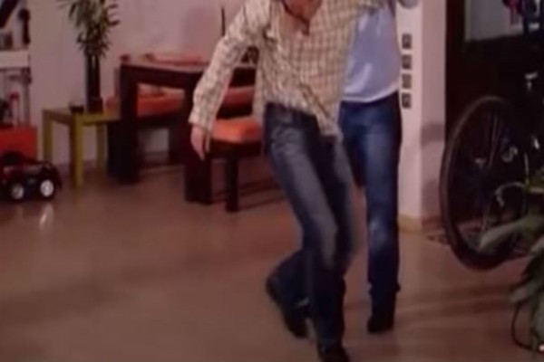 Λιώσαμε στα γέλια: Το πιο ξεκαρδιστικό ζεϊμπέκικο της ελληνικής τηλεόρασης