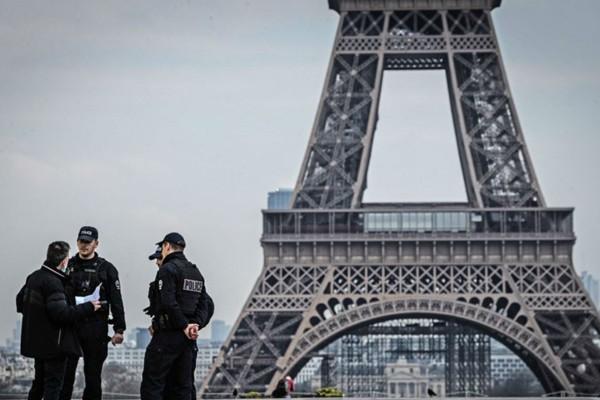 Λήξη συναγερμού στο Παρίσι - Άνοιξε ο Πύργος του Άιφελ