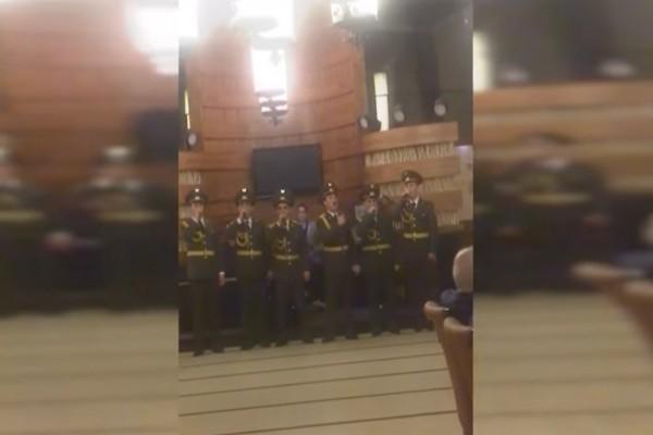 Απίστευτο: Αρμένιοι Ευέλπιδες τραγούδησαν