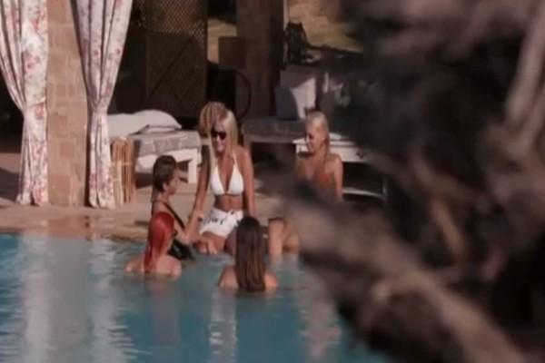 Μοναδική προσφορά: Στο The Bachelor μάθαμε πως η Μάνη... είναι νησί