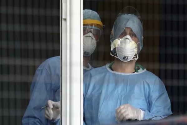 Στους 317 οι νεκροί από κορωνοϊό - Κατέληξε 97χρονη στο «Παπαγεωργίου»