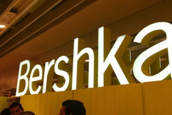 Bershka: Σαν να βγήκε από τα 90s - To φόρεμα που έχουν λατρέψει όλες οι instagrammers
