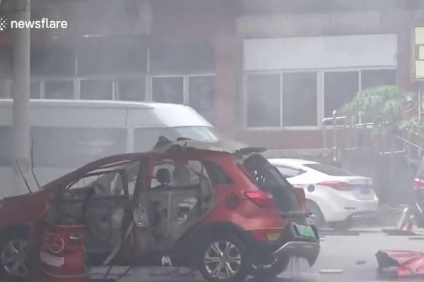 Βίντεο σοκ: Απίστευτη έκρηξη σε κινέζικο ηλεκτρικό αυτοκίνητο (video)