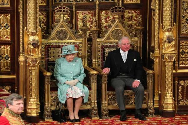 Αγωνία για τη Βασίλισσα Ελισάβετ - Σε κατάσταση ανάγκης το Buckingham μετά το σάλο