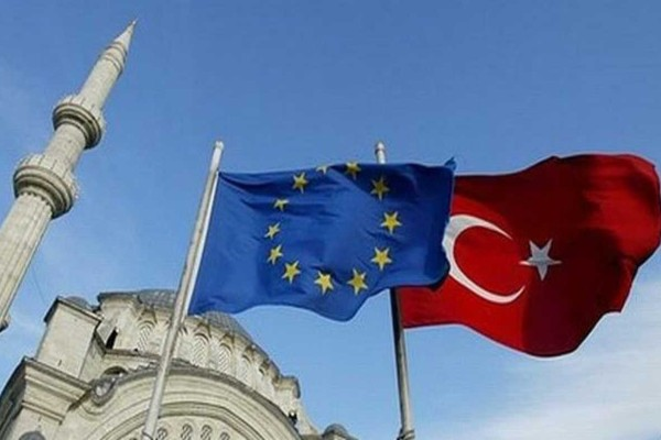 Συναγερμός στο Αιγαίο: «Καρότο και μαστίγιο» από ΕΕ, μακριά από συμφωνία Μητσοτάκης και Ερντογάν