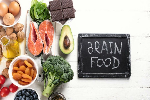 Αυγά, σπανάκι, αβοκάντο και 20 ακόμη τροφές που μας κάνουν πιο έξυπνους