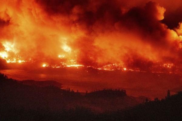 Νεκρός 12χρονος από τις πυρκαγιές - Κόλαση φωτιάς στις ΗΠΑ (Video)