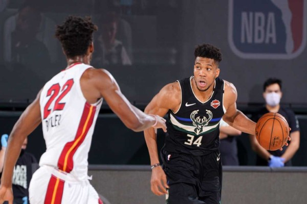 NBA Playoffs: Μοιραίος Γιάννης και προβάδισμα πρόκρισης για Χιτ
