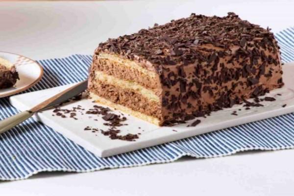 Λαχταριστό γλυκό ψυγείου με λικέρ και σοκολάτα