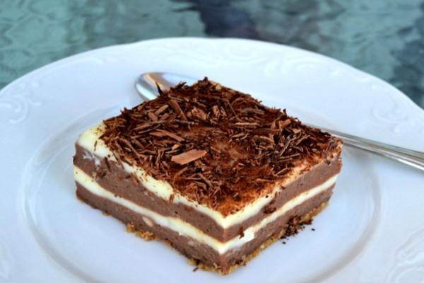 Μαμαδίστικο γλυκό ψυγείου με σοκολάτα και άνθος αραβοσίτου