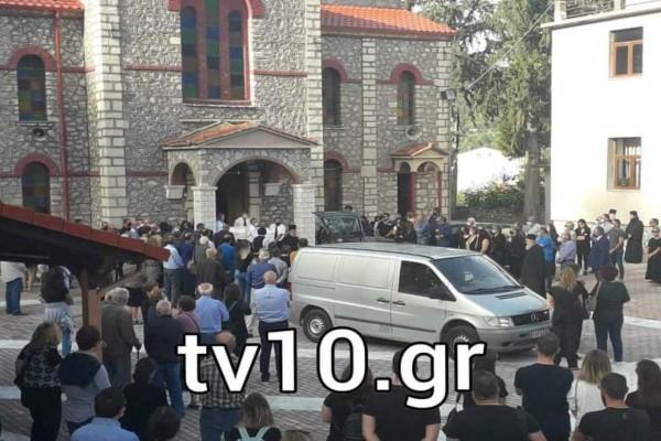 Θρήνος στην Καρδίτσα: Μέσα σε «βαρύ» πένθος η κηδεία της 43χρονης φαρμακοποιού