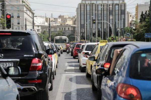 Κυκλοφοριακό κομφούζιο: Αυξημένη κίνηση σε βασικούς οδικούς άξονες - Ποιοι δρόμοι είναι μποτιλιαρισμένοι