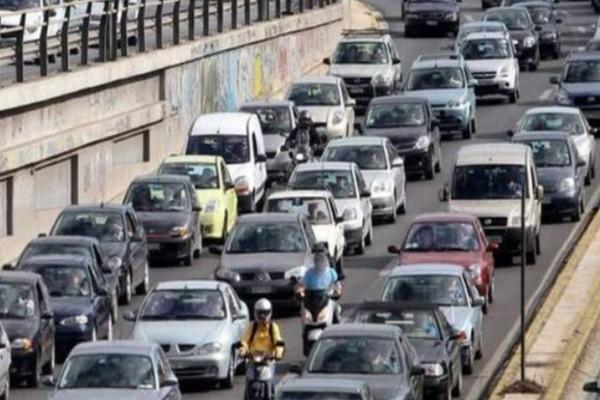 Τροχαίο στη Λεωφόρο Αθηνών - Μεγάλο μποτιλιάρισμα!
