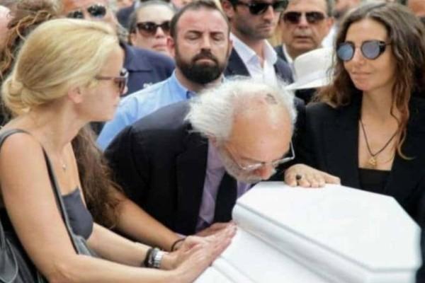 Ανατριχίλα με Ζωή Λάσκαρη - Συγκλονίζει αυτό που φώναζαν στην κηδεία της