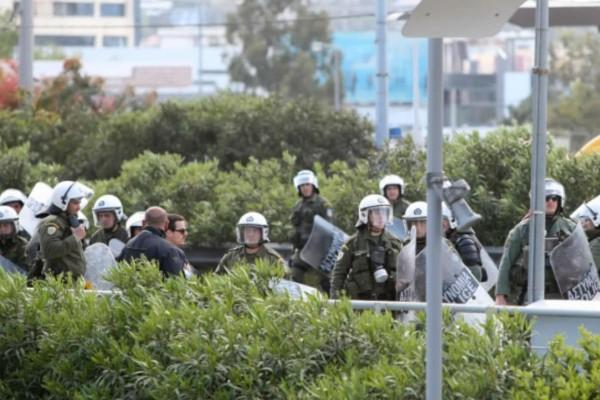 Τελικός Κυπέλλου Ελλάδας: Χαμός στο Βόλο - Άγρια επεισόδια μεταξύ οπαδών της ΑΕΚ και αστυνομικών (Video)