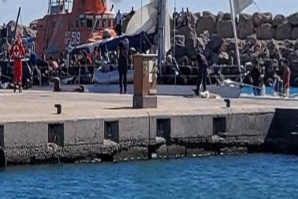 Χανιά: Ρυμουλκήθηκε το σκάφος που μετέφερε μετανάστες