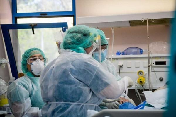 «Ελάτε μαζί μου στην εντατική 9 ώρες χωρίς μάσκα…» - Καταπέλτης γιατρός για τους αρνητές