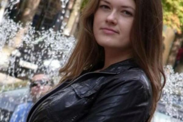 Σοκ: 35χρονη βρέθηκε κρεμασμένη και ο γιος της πνιγμένος μέσα στο διαμέρισμα τους