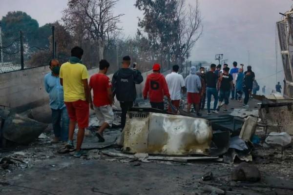 Έντονο παρασκήνιο για τη φωτιά στη Μόρια: Το ύποπτο SMS που στάλθηκε 30' πριν (Video)