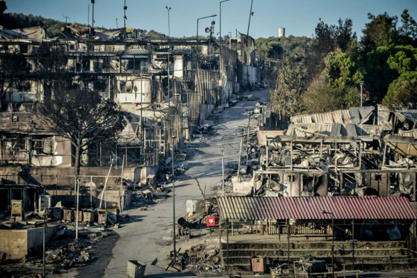 Κρανίου τόπος η Μόρια: Τεράστια η καταστροφή στο ΚΥΤ - Δραματικές εικόνες