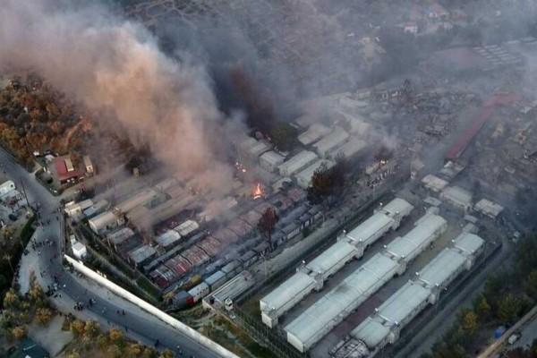 Φωτιά στη Μόρια: Νέα εστία «αποτελειώνει» το ΚΥΤ - Ουρές και καβγάδες για ένα πιάτο φαί