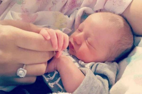 Αυτό το μωρό λίγες ώρες μετά την γέννηση του έκανε στη μαμά του τη μεγαλύτερη έκπληξη