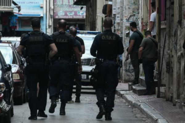 Συναγερμός στο Παγκράτι: Επιχείρηση της Αστυνομίας για εκκένωση υπό κατάληψη κτιρίου (Video)