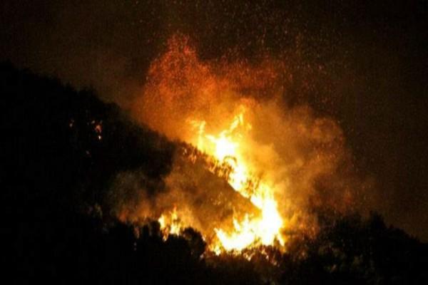 Φωτιά στο Σοφικό Κορινθίας: Εκκενώνονται τρεις οικισμοί κι ένα μοναστήρι