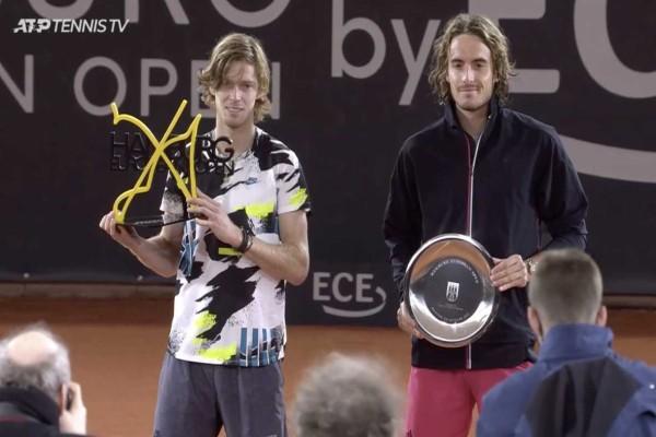 «Λύγισε» στον τελικό πριν από το Roland Garros ο Τσιτσιπάς