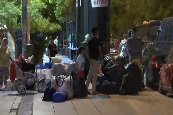 Βικτώρια: Επιχείρηση της Αστυνομίας στην πλατεία για εκκένωση από πρόσφυγες