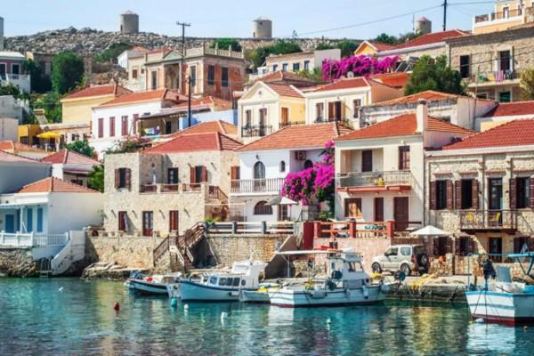Το νησί της ευτυχίας: Ο άγνωστος μικροσκοπικός παράδεισος της Ελλάδας που μοιάζει με κομμάτι του ουρανού