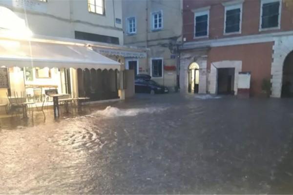 Ισχυρή καταιγίδα στην Αττική - Πλημμύρες σε Κέρκυρα, Κεφαλονιά