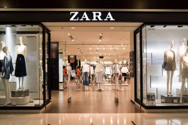 ZARA: Το εμπριμέ μίνι φόρεμα που δεν πρέπει να λείπει από την ντουλάπα σας