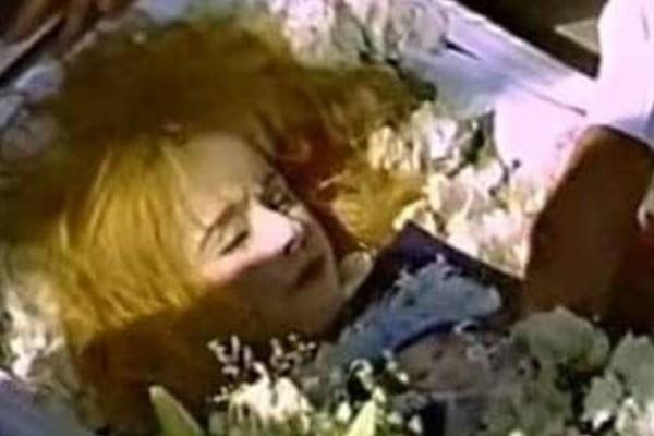 Αλίκη Βουγιουκλάκη: «Λίγο πριν την βάλουν στο φέρετρο…» - Ανατριχιαστική αποκάλυψη δευτερόλεπτα πριν την κηδεία της