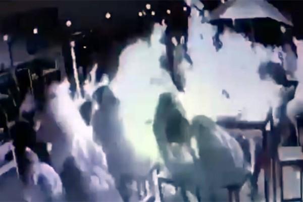 Σοκ: Σόμπα σε μπαρ εκρήγνυται και σκοτώνει 19χρονη (βίντεο)