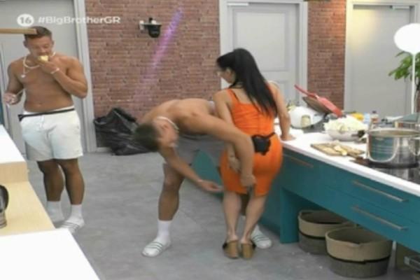 Big Brother: Νέο απαράδεκτο πλάνο - Η Χριστίνα παίζει με τους δίδυμους και ο ένας της ρίχνει σφαλιάρα στα οπίσθια