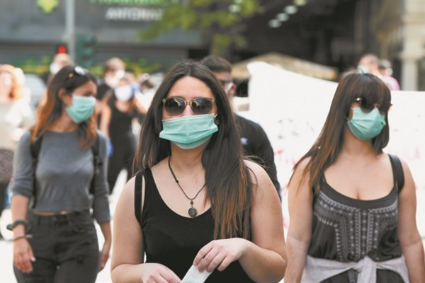 Κορωνοϊός: Αυτά είναι τα συχνότερα λάθη που κάνουμε με την μάσκα