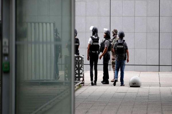 Επίθεση στην Τζέντα: Μαχαίρωσαν τον φρουρό του γαλλικού προξενείου