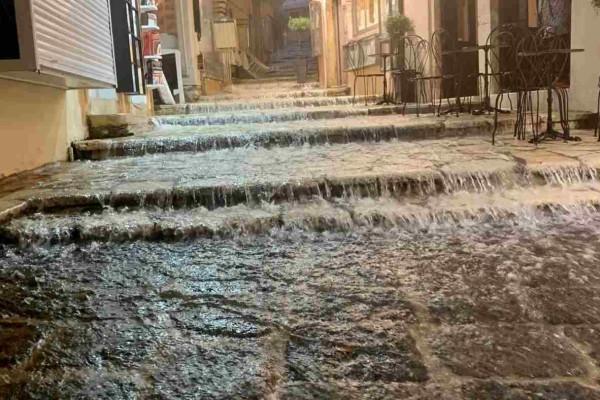 Καιρός: Ξεκίνησαν τα ακραία φαινόμενα - Προβλήματα με τις βροχές στην Κέρκυρα