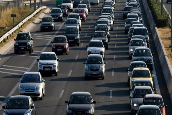 Προβλήματα στην κυκλοφορία λόγω κακοκαιρίας - Μεγάλο μποτιλιάρισμα στον Κηφισό
