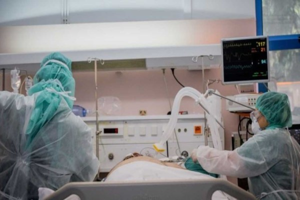 Κορωνοϊός: Σταθερά... υψηλά τα κρούσματα - Μειώθηκαν νεκροί και διασωληνωμένοι