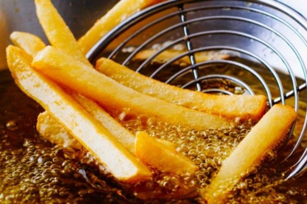 Σας αρέσουν οι τηγανιτές πατάτες; Το «μυστικό» με το λάδι για το «σωστό» τηγάνισμα