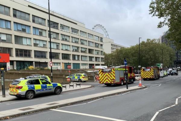 Λήξη συναγερμού στο Λονδίνο: Άνοιξαν οι δρόμοι γύρω από το νοσοκομείο Σεντ Τόμας (Video)