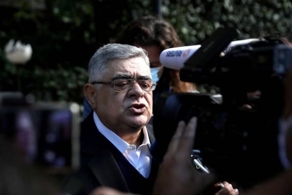Δίκη Χρυσής Αυγής: Επεισοδιακή η άφιξη του Νίκου Μιχαλολιάκου στη ΓΑΔΑ