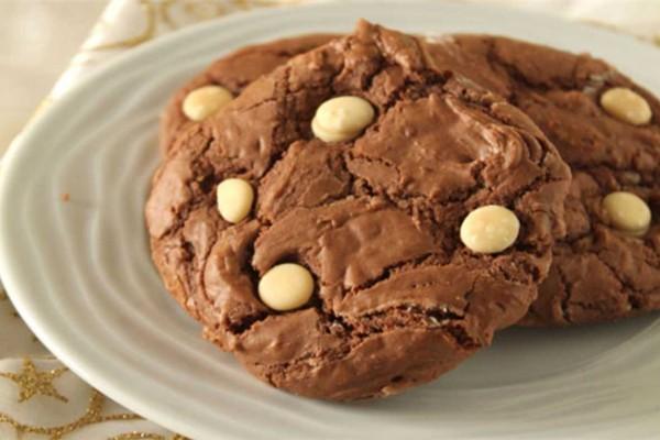 Μοναδικά μπισκότα με ζαχαρούχο γάλα και κομματάκια σοκολάτας... για να καταβροχθίζετε συνέχεια