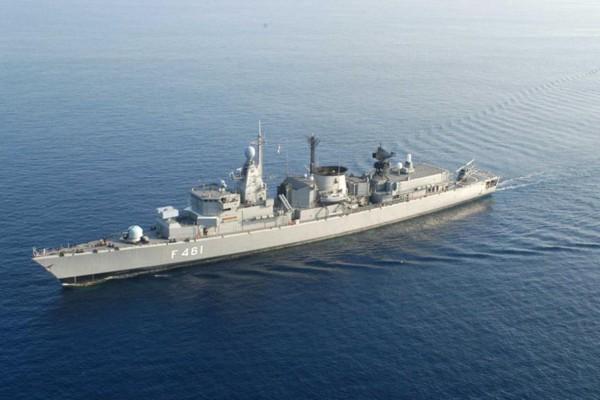 Εμπορικό πλοίο συγκρούστηκε με πλοίο του Ναυτικού