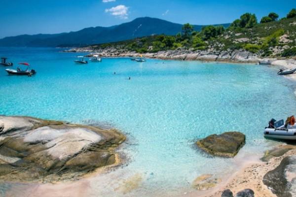 Όνειρο: Το ελληνικό νησί που έχει τα ζεστά νερά για μπάνια όλο τον χρόνο!