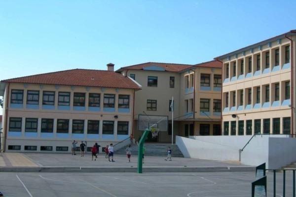 Συναγερμός στην Πάτρα: Καθηγητές βρέθηκαν θετικοί στον κορωνοϊό - Κλείνουν σχολεία